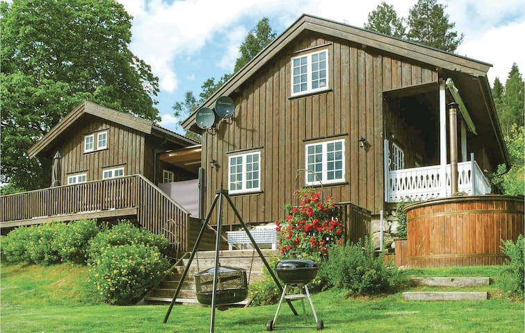 Holiday cottage with 2 bedrooms on 200m² in Kviteseid