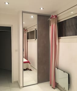 1 chambre avec salle de bain a côté - Ceyreste - House
