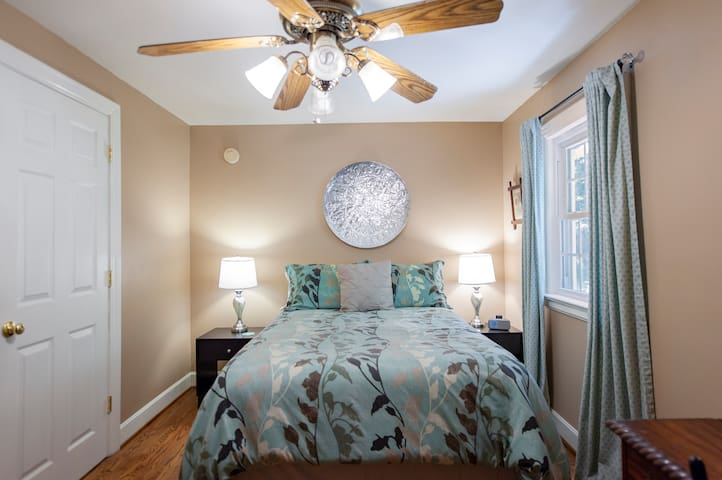 Guest room with full size bed