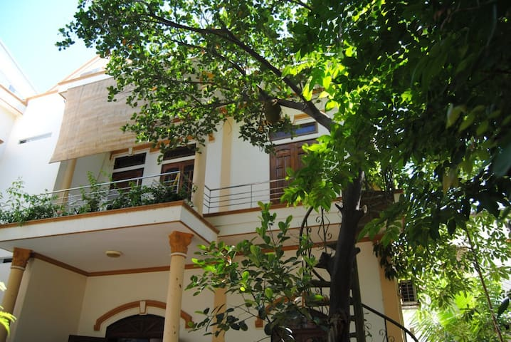 Moon House -M- house surround with tropical garden - tp. Nha Trang