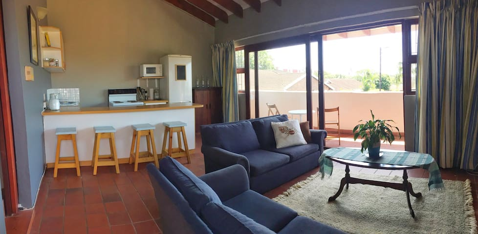 Comfy self contained flatlet with private access - Umhlanga - Casa