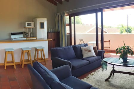 Comfy self contained flatlet with private access - Umhlanga