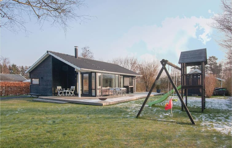 Holiday cottage with 3 bedrooms on 73 m² in Slagelse