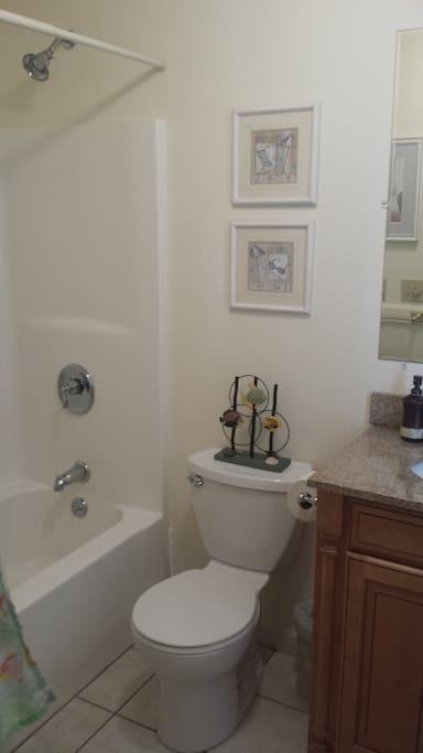 Private Bath/rear bedroom