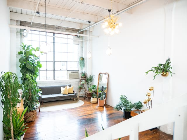 Loft: Green and Gold Studio *Daytime Only*