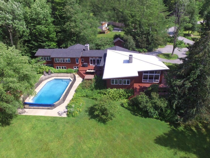 Spacious Mt Mansfield View Home with Gym & Hot Tub