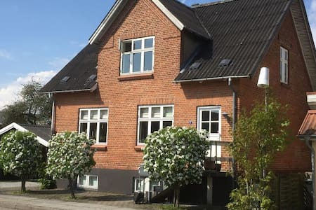 Rent our basement for 4-5 persons, near Aarhus - Hammel