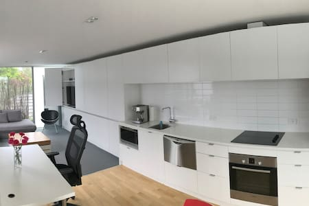 Modern, Wifi, Parking, Outdoor Patio, Breakfast - Christchurch - Rekkehus