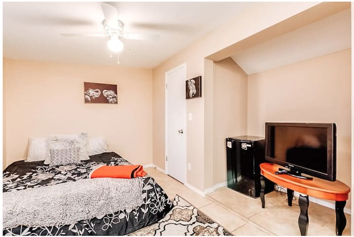 5 Star Casita, Queen Bed, Parking, Pro Cleaning