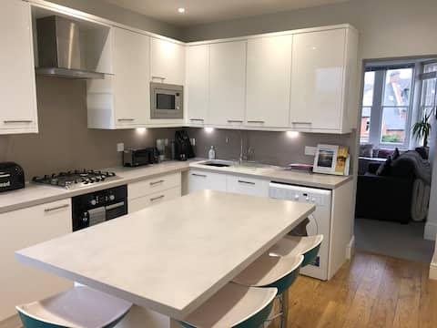 Modern Apartment close to Swanage BEACH