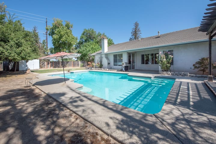 4bd Home with POOL in Fresno/near Clovis & Airport