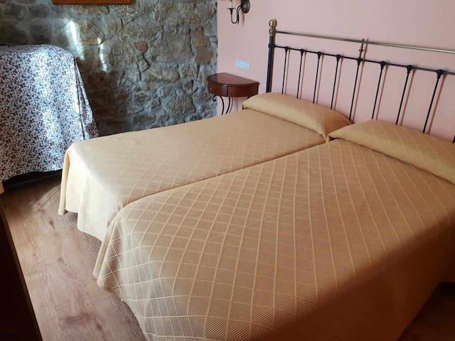 Habitación1-2 camas con supletoria  ideal familias
