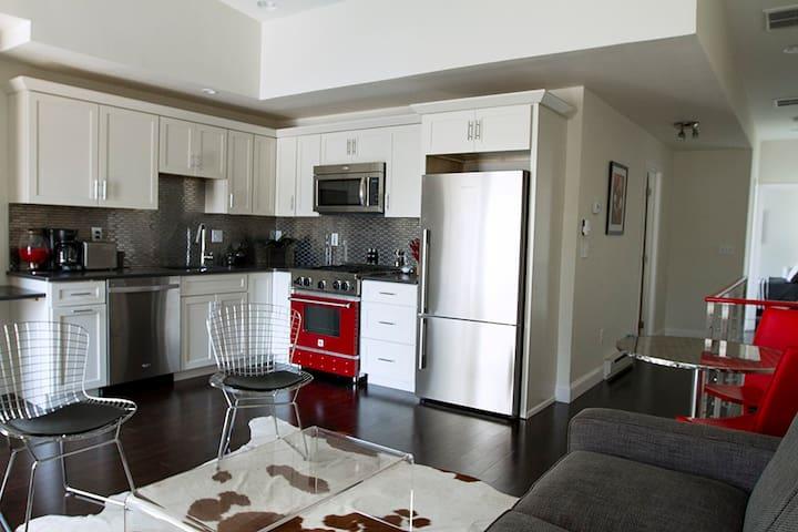 Urban loft style 2nd FL apartment