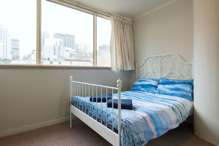 Easy Travel 1 Bedroom Unit *****5 Star Location
