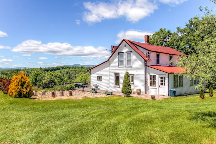Rustic 5BR Mount Snow Farmhouse - Whitingham