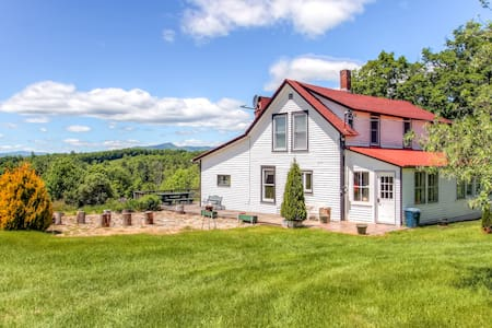 Rustic 5BR Mount Snow Farmhouse - Whitingham - Haus