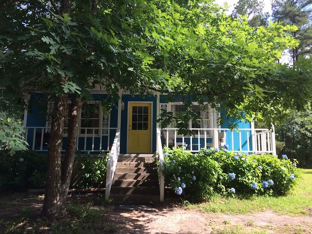 Charming country cottage 5 minutes from I-20