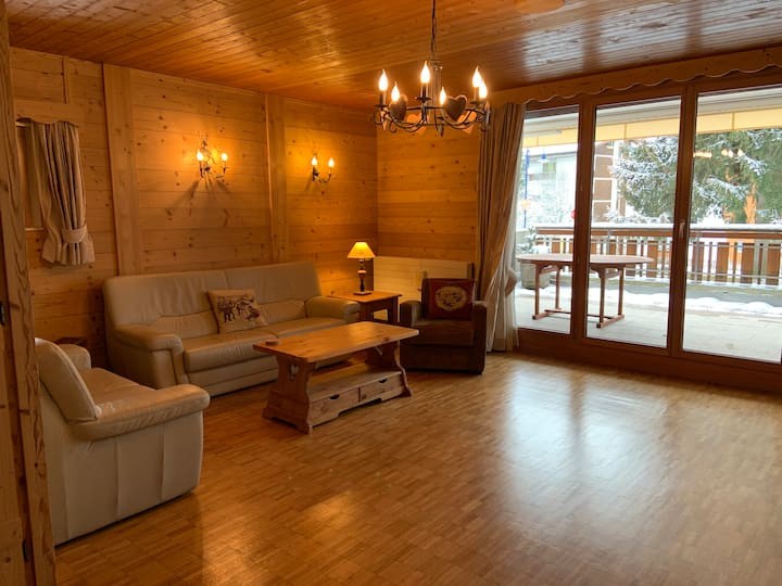 Spacious ski-in flat for 6-8 - 400m to telecabine
