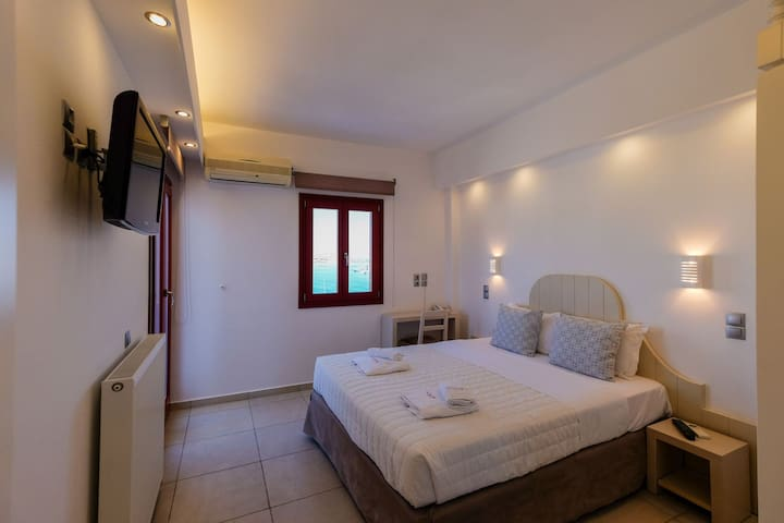 Twin Room with Extra Bed and Sea View