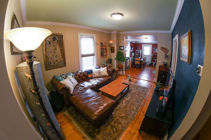 Downtown 2 Bedroom Condo - South End Arts District - Burlington - Condomínio