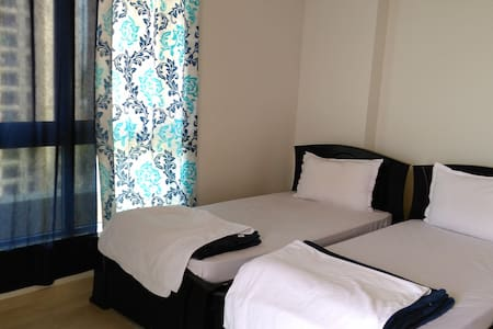 12th Floor Sea-Facing, Fully Furnished Room - Chennai - Apartment