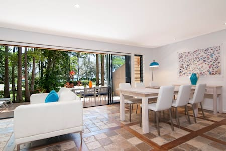 Jelly Baby Villa - Beachfront with Ocean Views - Port Douglas - Villa