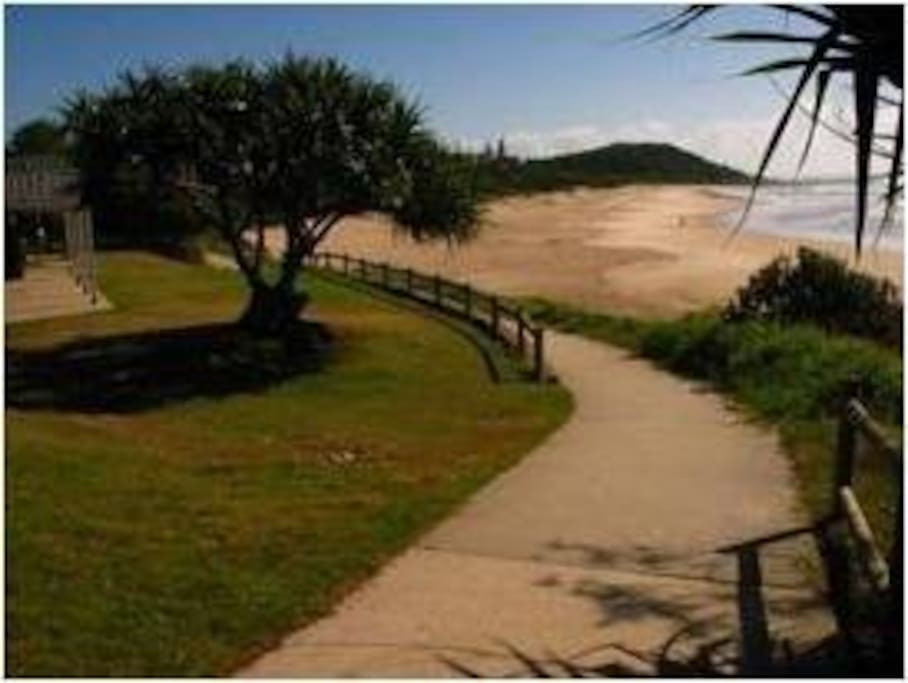 5 Min walk to Shelly Beach