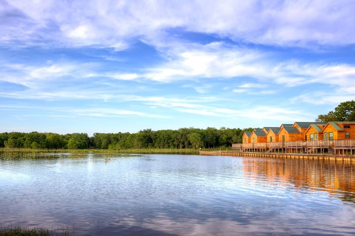 Breathtaking lakefront cabin - 2 Bedroom w/loft. - Willis - Stuga