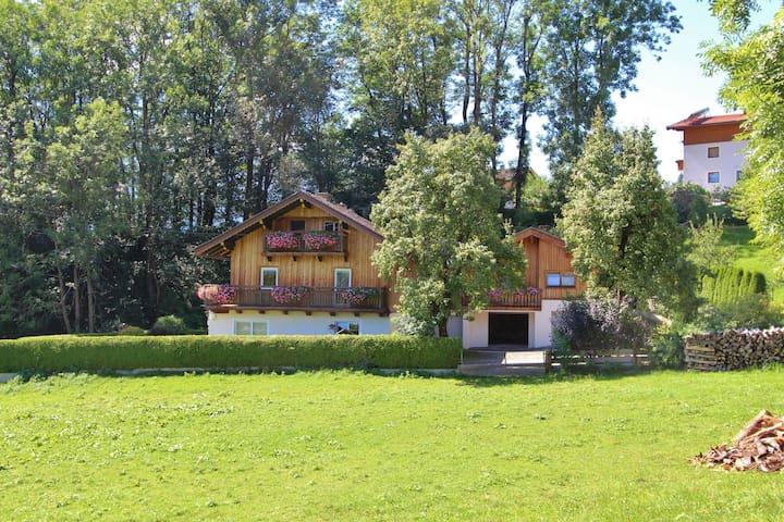 Casa de vacaciones especial cerca de Piesendorf con terraza privada