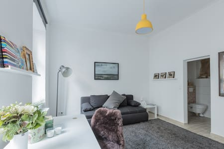 Furnished multipurpose studio apartment - Berlim