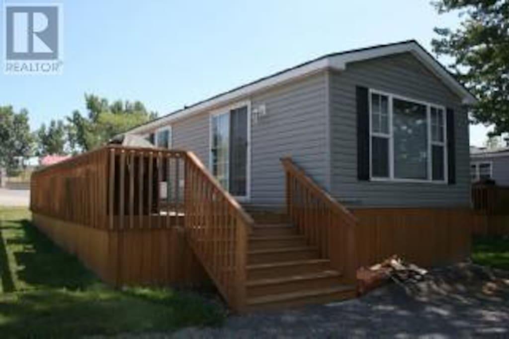 2013 Park Model Northlander Cottage with deck