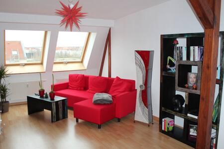 Helle Wohnung im Dach mit Blick über Leipzig - Pis