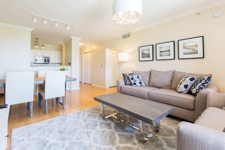 Beautiful Condo in the heart of the CityPlace