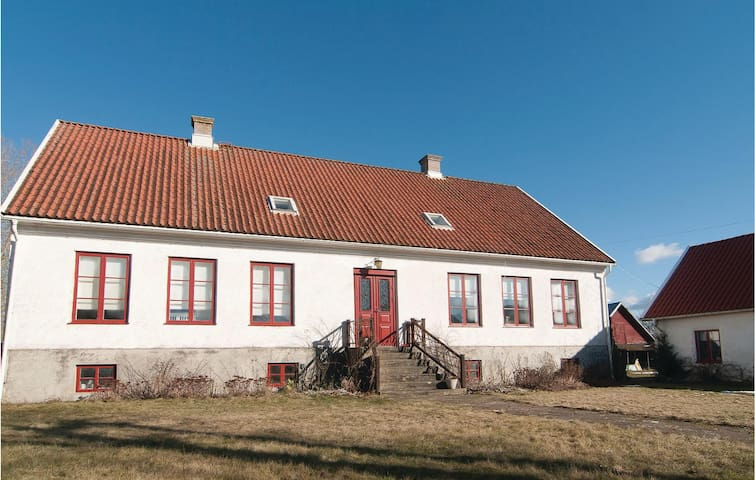 Holiday apartment with 4 bedrooms on 120 m² in Hemse