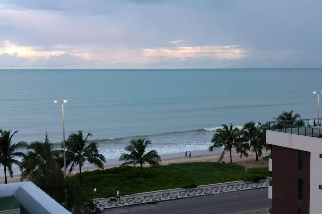 """Vista da praia no """"inverno"""" do Nordeste"""