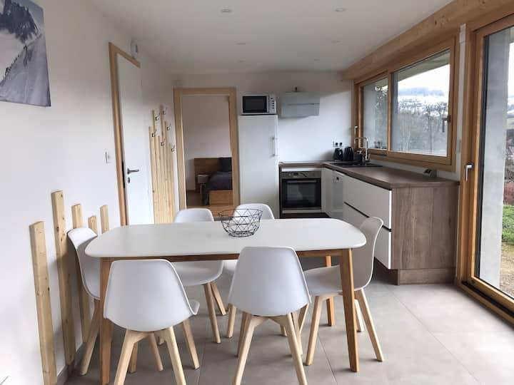 Appartement neuf avec jardin dans Chalet savoyard