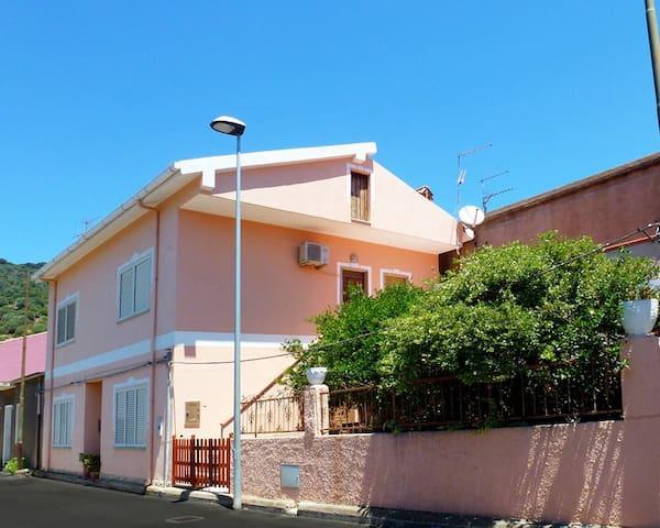 Casa vacanza in centro Teulada Sud Sardegna - Teulada - Dom