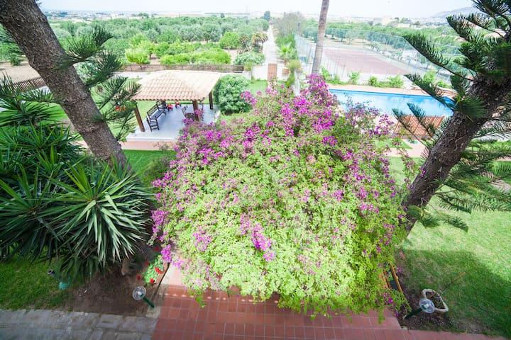 Villa con piscina e giardino - Paceco - Penzion (B&B)