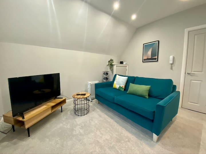 Stylish Modern Apartment Near Parks & Centre