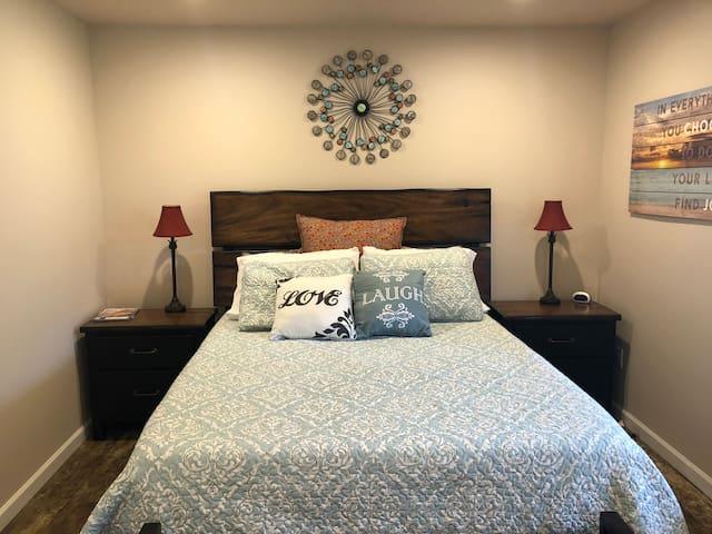 Bedroom 2-Queen size-Tempurpedic mattress.