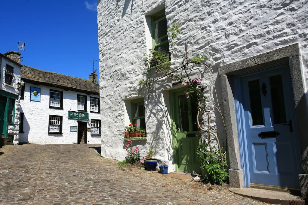 The cottage is 3 miles from Dent where there are 2 real ale pubs, cafes, Dent Stores & The Heritage Centre.