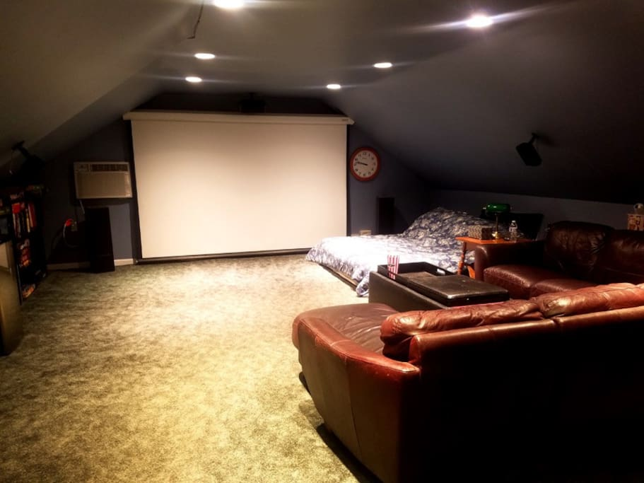 "120"" HD Movie Screen, King Size bed w/ Fresh Linens and Comforter, Comfy Leather Sectional Couch"