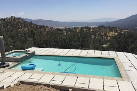 Secluded Mountain Retreat with Swimming Pool - Kern County - Casa