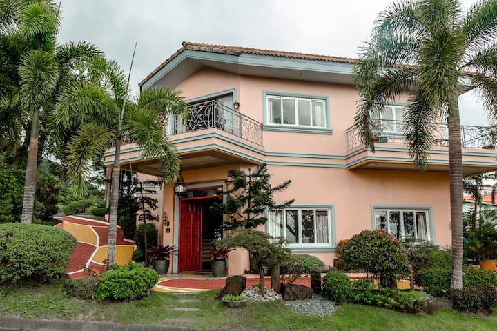Altamira Boutique House, Tagaytay Highlands