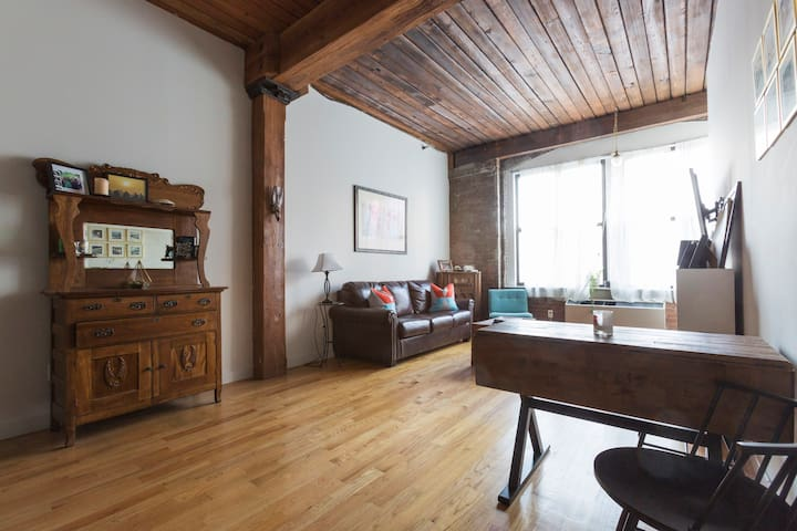 Quintessential Williamsburg Loft - Brooklyn - Apartment