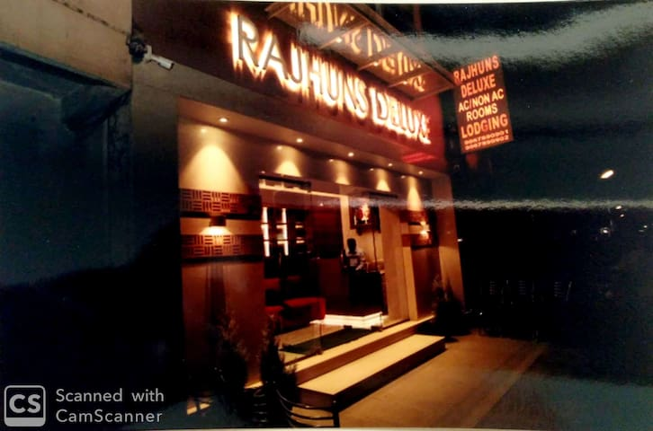 Rajhuns Deluxe Lodging