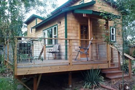 Lovely Okanogan River Cabin - Bed & Breakfast