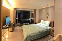 夜景 宽敞明亮的房间