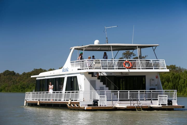3 Bedroom Houseboat on the Murray River