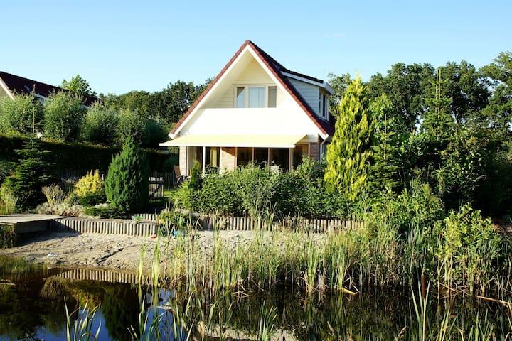 Villa directamente de la pesca y estanque de natación, patio cerrado, 3 parques nacionales cerca